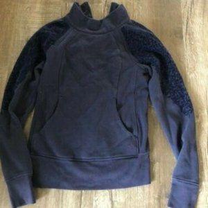 Lululemon sweater size 6